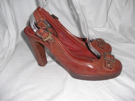 Coach Giana Leather Made In Italy Distressed Brown Pumps Image 1