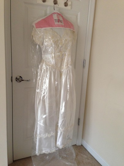 Satin White and Beads Vintage Wedding Dress Size 4 (S) Image 2
