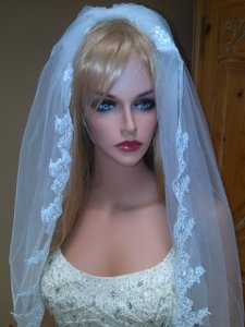 Beautiful Mid Hip White Bridal Veil With Comb