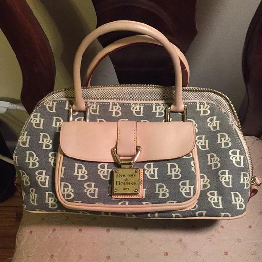 Preload https://img-static.tradesy.com/item/11345179/dooney-and-bourke-dome-tan-clothleather-satchel-0-2-540-540.jpg