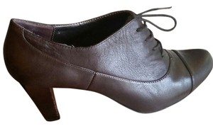 Naturalizer Oxford brown Pumps