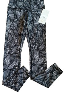 Lululemon New With Tags Lululemon Wunder Under Pants Bhxq Banana Leaf Black And White Size 4