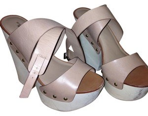 BCBGMAXAZRIA Nude/Tan Wedges