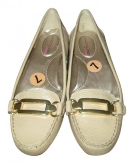 Preload https://item2.tradesy.com/images/bandolino-creamtan-leather-with-buckle-flats-size-us-7-113536-0-0.jpg?width=440&height=440
