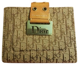 Dior Beautiful to your authentic wallet