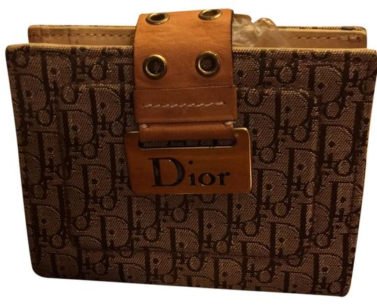 Dior Beautiful to your authentic wallet Image 1