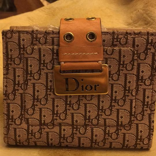 Dior Beautiful to your authentic wallet Image 4