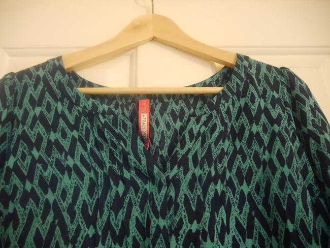 Plenty by Tracy Reese Anthropologie Split Neck Top green and navy print Image 2