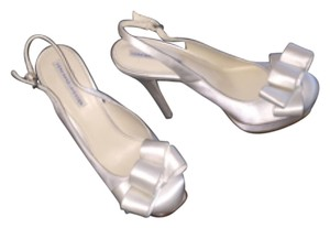 Vera Wang Lavender Label Off white just barely Platforms