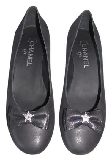 Preload https://img-static.tradesy.com/item/11370415/chanel-black-15a-new-bow-glitter-metallic-suede-ballet-flats-size-eu-39-approx-us-9-regular-m-b-0-3-540-540.jpg