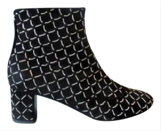 Preload https://img-static.tradesy.com/item/11370706/chanel-black-new-suede-chain-detail-ankle-bootsbooties-size-eu-38-approx-us-8-regular-m-b-0-1-540-540.jpg