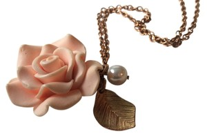 Forever 21 Gold Rose and Pearl Necklace