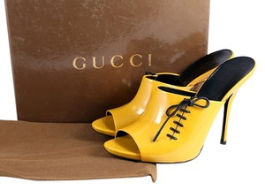Gucci Patent Leather Black Peep Toe Open Toe Yellow Mules