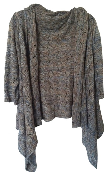 Preload https://item4.tradesy.com/images/chico-s-cardigan-size-4-s-1137773-0-0.jpg?width=400&height=650