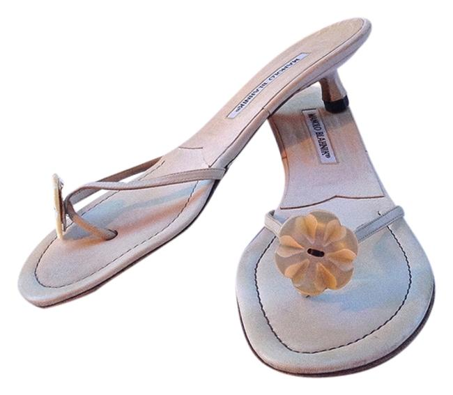 Item - White W Thong Kitten Mother Of Pearl Flower/Button Sandals Size US 10 Regular (M, B)