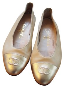 Chanel Classic Two Tone Soft Leather Cc Beige and Gold Flats