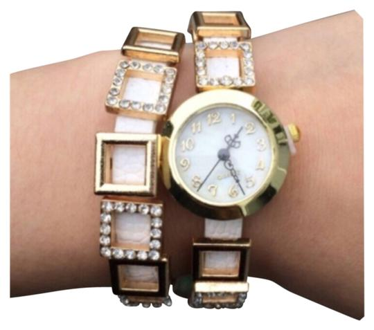 Preload https://img-static.tradesy.com/item/11384737/white-and-gold-faux-leather-layered-watch-0-1-540-540.jpg