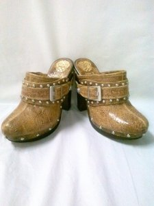 Vince Camuto Leat Studded Brown Cracked Leather Mules
