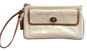 Coach Wristlet in White Brown
