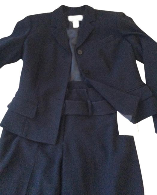 Preload https://item1.tradesy.com/images/liz-claiborne-black-this-has-tags-still-attached-to-it-pant-suit-size-petite-6-s-1139000-0-0.jpg?width=400&height=650