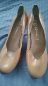 Jeffrey Campbell tan or light brown Pumps