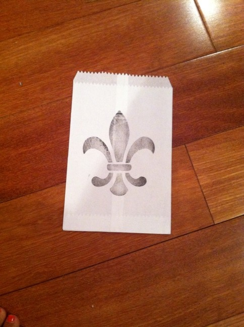 Item - Off-white and Black Fleur De Lis Stamped Cake Bags