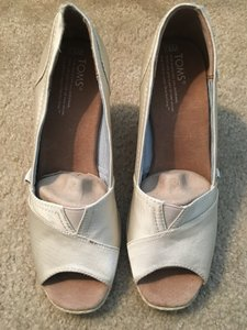 TOMS Ivory Wedges Size US 8.5 Regular (M, B)
