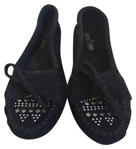 Minnetonka Black studded Flats