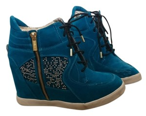 Dollhouse Blue and gold Wedges