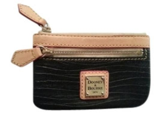 Preload https://item3.tradesy.com/images/dooney-and-bourke-black-card-wallet-11412-0-0.jpg?width=440&height=440