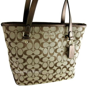 61c35c1b928 Coach Zip Top Totes - Up to 70% off at Tradesy