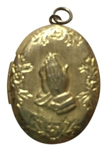 Other A gorgeous vintage religious praying hands locket.