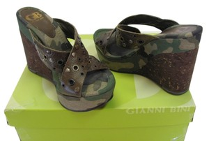 Gianni Bini Size 6.50 M Leather Very Good Condition Brown, Olive, Neutral Wedges