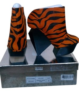 SENSO Wedge Geometric Zebra Hair Orange Platforms