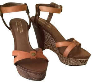 UGG Australia Cafe Python Plaform Tan Brown Wedges
