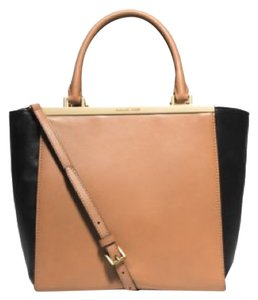 Michael Kors Tote in Suntan/black
