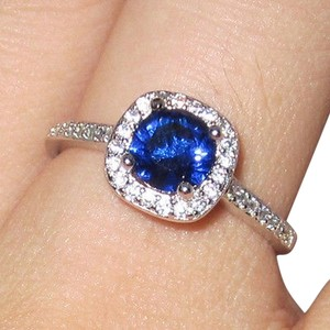 9.2.5 Rare white blue and white sapphire princess ring. size7