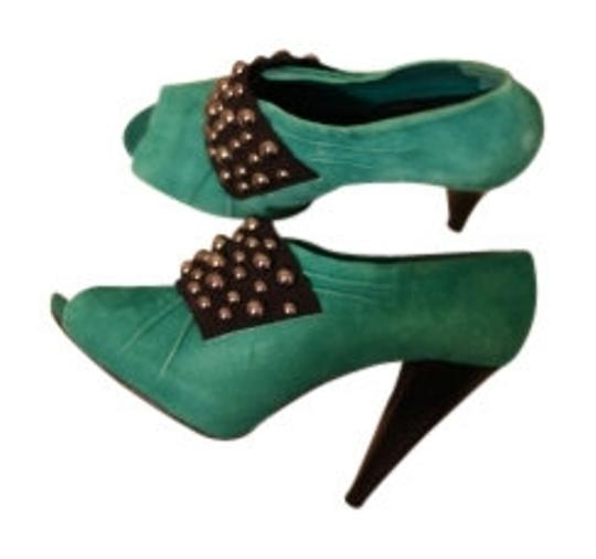 Preload https://item1.tradesy.com/images/gianni-bini-turquoisejade-suede-studded-heels-pumps-size-us-85-regular-m-b-11465-0-0.jpg?width=440&height=440