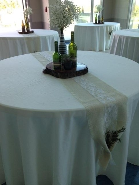Item - Ivory Round Tablecloth