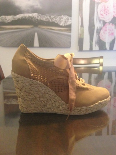 Juicy Couture Tan Wedges