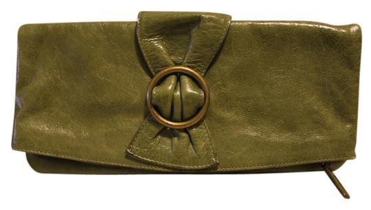 Preload https://item4.tradesy.com/images/hobo-international-olive-green-leather-clutch-1148038-0-0.jpg?width=440&height=440