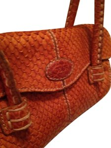 Tod's Snakeskin Leather Textured Exotic Geniune Chic Exclusive Classic Kisslock Magnetic Closure Baguette