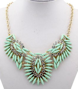 New Teal Gold Tone Chunky Bib Necklace J1919