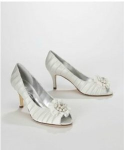 David's Bridal Ivory Priscilla Charmeuse Pleated Peep Toe with Pearl Cluster Style Pumps Size US 8