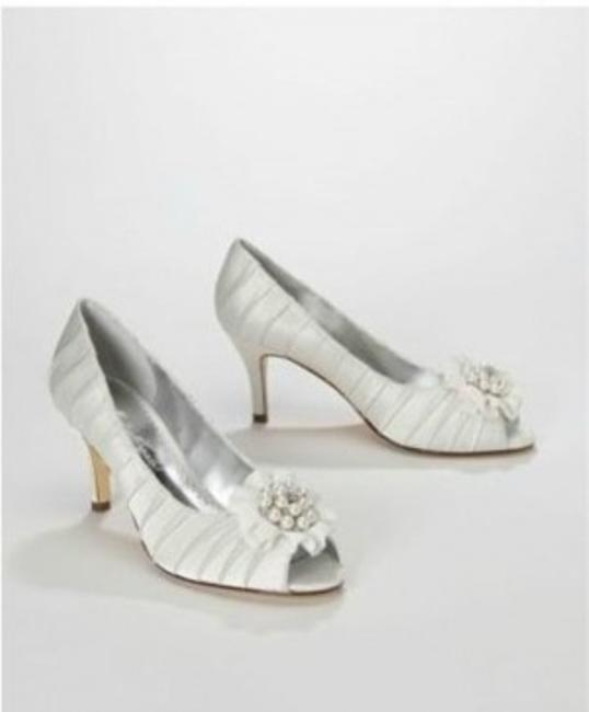 Item - Ivory Priscilla Charmeuse Pleated Peep Toe with Pearl Cluster Style Pumps Size US 8