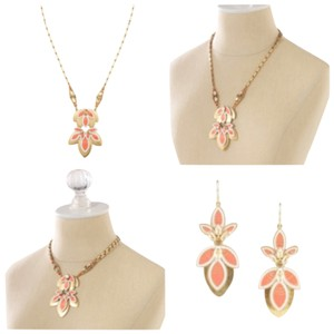 Stella & Dot Stella & Dot Hibiscus Necklace & Earrings