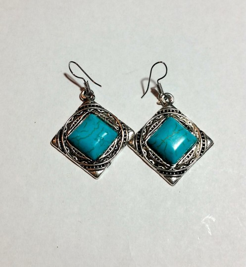 Other New Silver Tone Turquoise Gemstone Earrings J3422