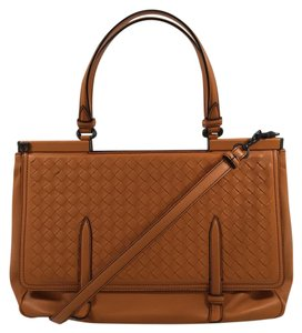 Bottega Veneta Intrecciato Medium Flap Classic Everyday Shoulder Bag