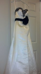 Allure Bridals Ivory (With Black Accents) Satin Style 2405 Modern Wedding Dress Size 4 (S)
