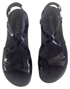 Aravon Black pattent Sandals